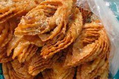Хворост на минеральной воде Sweet Recipes, Snack Recipes, Onion Rings, Scones, Apple Pie, Cabbage, Chips, Sweets, Cookies