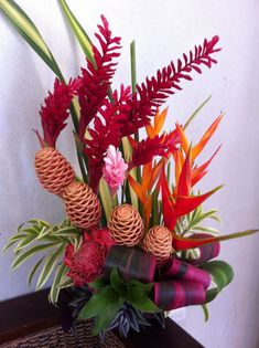 Are you wondering the best beach wedding flowers to celebrate your union? Here are some of the best ideas for beach wedding flowers you should consider. Tropical Flowers, Tropical Flower Arrangements, Church Flower Arrangements, Exotic Flowers, Flower Centerpieces, Flower Decorations, Beautiful Flowers, Summer Flowers, Yellow Flowers