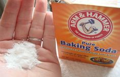 Just in case :-) Sprinkle baking soda on your carpet (or even your pet) to get rid of fleas Natural Cancer Cures, Natural Cures, Natural Healing, Au Natural, Baking Soda Benefits, Baking Soda Uses, Flea Remedies, Home Remedies, Cancer Treatment