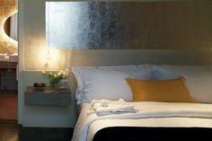 La habitación #Suite Neri, mantiene los techos originales restaurados y tiene vistas a las calles del barrio Gótico.
