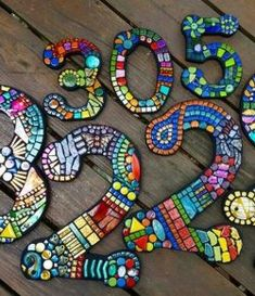 DIY Mosaic House Numbers | Your Projects@OBN Mosaic Garden Art, Mosaic Diy, Wood Mosaic, Mosaic Crafts, Mosaic Glass, Mosaic Tiles, Stained Glass, Mosaic Birdbath, Cement Tiles