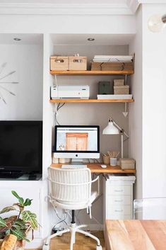 Fresh & Off Beat Home Office Design Ideas that's going to allow you to work from home in a stylish way. Inspire yourself with these modern Home Office decor Tiny Home Office, Home Office Layouts, Small Space Office, Small Home Offices, Home Office Organization, Home Office Space, Home Office Decor, Small Apartments, Home Decor