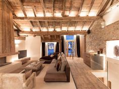 reclaimed wood style ceilings exposed wood rafters and ceiling ideas