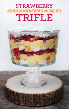 Easy Strawberry Shortcake Trifle: ingredients 1 angel food cake (store bought is fine, pound cake is good too!) 1 large box instant vanilla pudding, prepared 4 cups of sliced strawberries whipped cream Trifle Bowl Recipes, Köstliche Desserts, Delicious Desserts, Dessert Recipes, Yummy Food, Cake Recipes, Angel Food Cake Desserts, Trifle Dish, Pudding Desserts