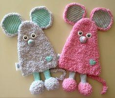 Een Nederlands haakpatroon van knuffeldoekje muispluis. Wil jij dit knuffeldoekje met de muis ook haken? Lees dan verder over het patroon op Haakinformatie. Sewing Art, Sewing Toys, Baby Sewing, Sewing Crafts, Sewing Patterns, Crochet Patterns, Crochet For Kids, Sewing For Kids, Crochet Toys