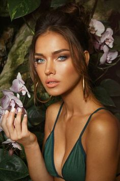 Natural makeup looks are so effortless and youthful. Sometimes its nice to down play the eyeshadow and focus on your overall beauty. *Click the link below* and checkout 50 of the best natural makeup looks of all time!
