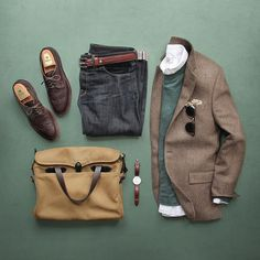 Sockless for spring. Oxford/Pullover: /grayers/ Denim: Slim Como Shoes: Alden Longwing for /leathersoul/ Belt: Dress Belt Pocket Square: /kirikomade/ Blazer: /jcrew/ Sunglasses: /rayban/ Bag: Watch: by Mode Masculine, Stylish Men, Men Casual, Casual Wear, Smart Casual, Casual Blazer, Mode Hipster, Mode Man, Style Masculin