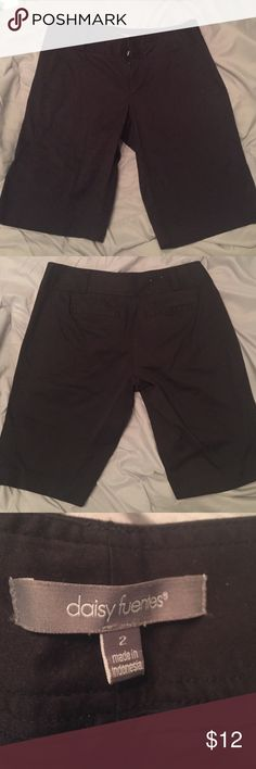 Daisy Fuentes Size 2 Black Bermuda Shorts Size 2 Black Bermuda Shorts Daisy Fuentes Shorts Bermudas