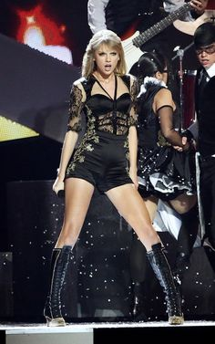 Taylor Swift performed at 2013 Brit Awards