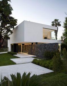 Casa minimalista de medianas dimensiones