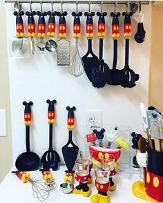 Mickey Mouse decoración Mickey Mouse Home Goods Disney disney kitchen decor - Kitchen Decoration Minnie Mouse Party, Mickey Mouse House, Mickey Mouse Kitchen, Mickey Y Minnie, Disney Mickey, Disney Kitchen Decor, Disney Home Decor, Kitchen Themes, Casa Disney