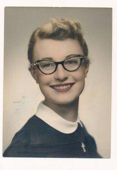 Vintage photo 5 x 7 colorized pretty lady cats eye glasses cross necklace 1940s Fashion, Vintage Fashion, Women's Fashion, Vintage Style, Librarian Chic, Shady Lady, Cat Eye Glasses, Vintage Photographs, Antique Photos