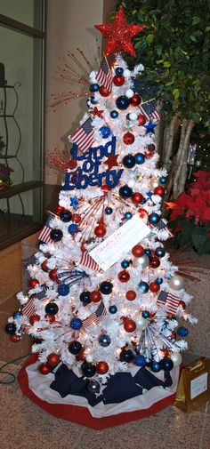 party style: xmas in july :: red, white and blue tree a. party style: xmas in july :: red, white and blue tree White Christmas Tree Decorations, 4th Of July Decorations, Holiday Tree, Xmas Tree, Christmas Themes, Themed Christmas Trees, Orange Christmas Tree, Holiday Ideas, Easter Tree Decorations
