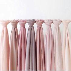 ♔ How to wear a Shawl / Scarf Hijab Islam, Hijab A Enfiler, Hijab Dress, Hijab Outfit, Fabric Photography, Clothing Photography, Hijabs, Muslim Fashion, Hijab Fashion