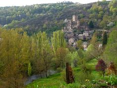 https://flic.kr/p/nMiWdp | Village et château de Belcastel , Aveyron