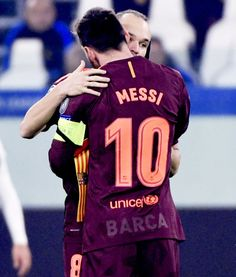"""Lionel Messi hugs Andres Iniesta during the UEFA Champions League Group D football match Juventus Barcelona on November 22, 2017 at the Juventus stadium in Turin. """
