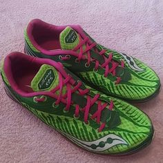 8 SAUCONY Green & Hot Pink Running Shoes Sneakers Brand: Saucony  Size: 8  Color: Green, Light Green & Hot Pink  Condition: Excellent pre-loved condition Saucony Shoes Athletic Shoes