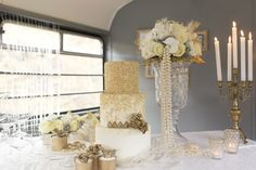 Gold and white wedding cake | Tausendschon Photographie | see more on: http://burnettsboards.com/2015/05/1930s-wedding-vintage-train/