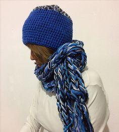 Juego de gorro a crochet y Bufanda tejida con los dedos lana 100% acrilica / By: GM