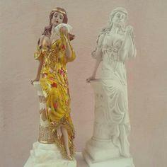 Cigana. Escultura com adição de outros detalhes.