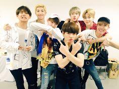 "BTS_official on Twitter: ""[#오늘의방탄] a-nation에서도 #방탄소년단  아주 불타~오르네 응원해주신 팬 여러분 고맙습니다!! #anation2016 https://t.co/YR6HyKUZoj"""