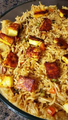 Paneer Pulao using veggie biryani masala is a one pot rice dish with the added touch of Veggie Biryani Masala and topped with nice golden brown marinated paneer cubes. A combination of colorful vegeta (Long Grain Rice Recipes) Paneer Recipes, Rice Recipes, Indian Food Recipes, Asian Recipes, Ethnic Recipes, Indian Foods, Vegetarian Platter, Vegetarian Recipes, Paneer Pulao