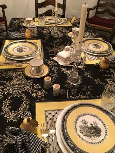 Country Table Settings, Black And White Dishes, Cheapest Insurance, Green Texture, Kitchen Dinning, Hidden Treasures, French Farmhouse, Design Thinking, Night Life