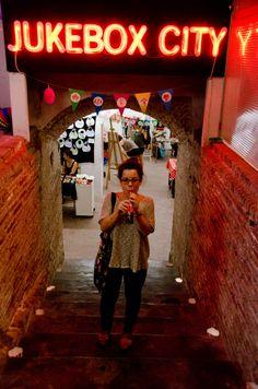 @kracumilu #market #jukeboxcity #handmade #circus #handmade #hechoamano Jukebox, Neon Signs, City, Handmade, Red Apple, City Drawing, Cities