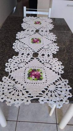 Free Crochet Doily Patterns, Crochet Designs, Crochet Doilies, Knit Crochet, Crochet Table Runner, Tablerunners, Hand Embroidery Patterns, Centre Pieces, Crochet Projects