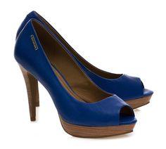 tendências em cores [sapatos]  Marca: Calvin Klein  Foto fornecida pela assessoria de imprensa da marca.