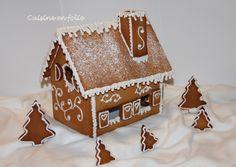 La maison en pain d'épices  ~Cuisine en Folie~ Christmas Gingerbread House, Christmas Treats, Christmas Cookies, Christmas Travel, Winter Christmas, Christmas Time, Xmas, Brown Paper Wrapping, Funny Cake