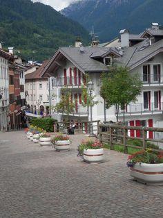 #Trentino #Italy #planter #concrete. #Bellitalia very elegant street furniture solutions