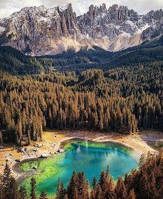 Al vicino Lago di Carezza, per emozionarci ancora di più! ✨ Voi ci siete stati?