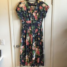 Vintage floral dress Awesome vintage piece: beauty floral pattern fabric dress with short sleeves, a crossover v-neckline, and an awesome skirt. Perfect for a 12/14. Vintage Dresses Midi
