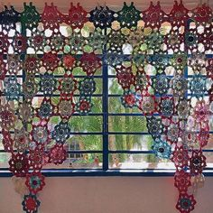 Cortina de crochê: 40 modelos para enfeitar sua casa City Photo, Instagram Posts, Room, Crochet Curtains, Inspiration, Furniture, Home Decor, Crochet Home Decor, Knitting And Crocheting