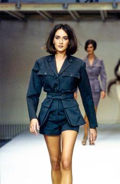 Azzedine Alaïa Spring 1990 Ready-to-Wear Fashion Show Collection: See the complete Azzedine Alaïa Spring 1990 Ready-to-Wear collection. Look 63 90s Fashion, Runway Fashion, High Fashion, Fashion Show, Vintage Fashion, Fashion Outfits, Womens Fashion, Fashion Design, Fashion Skirts