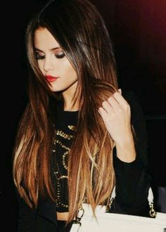 Selena Gomez ombré hair-dark brown, red and blonde. - Selena Gomez ombré hair-dark brown, red and blonde. Selena Gomez ombré hair-dark brown, red and blonde. Dark Ombre Hair, Best Ombre Hair, Ombre Hair Color, Dark Hair, Hair Colors, Ombre Style, Brunette Ombre, Brown Hair, Shiny Hair