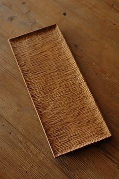 wooden plate of Kurashita Kurashita, Mashiko cho, Tochigi prefecture. Wood Spoon, Wood Tray, Wood Bowls, Wood Projects, Woodworking Projects, Woodworking Inspiration, Cnc Wood, Wooden Plates, Wooden Kitchen