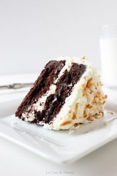 Flourless Chocolate Cake with Almond Cream Cheese Frosting & Toasted Coconut (Almond Joy Cake) Passover Desserts, Passover Recipes, Gluten Free Desserts, Just Desserts, Delicious Desserts, Gluten Free Coconut Cake, Flourless Desserts, Flourless Chocolate Cakes, Almond Joy Cake