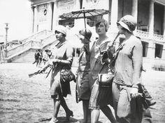 Mujeres en la playa de Valencia, años veinte.