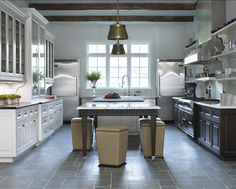 """extendable benchKitchen. This transitional French kitchen is full of great design ideas. This is how the """"New French Kitchen"""" looks like! Modern and timeles..."""
