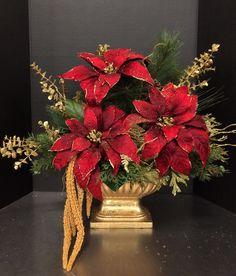 Christmas arrangements - make magic Christmas decorations Christmas Flower Arrangements, Christmas Flowers, Noel Christmas, Floral Arrangements, Christmas Wreaths, Christmas Crafts, Christmas Bathroom Decor, Gold Christmas Decorations, Diy Weihnachten