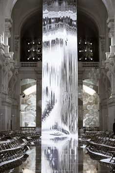 eremas studio: Необычное шоу в Лувре от Александра де Бетак