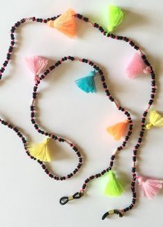 Black + pink beaded sunglass chain with neon rainbow tassels. Scarf Jewelry, Fabric Jewelry, Beaded Jewelry, Beaded Bracelets, Crochet Phone Cases, Crochet Mobile, Crochet Baby Boots, Easy Crochet Projects, Eyeglass Holder