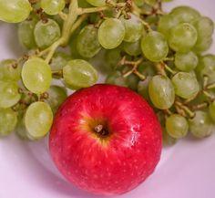 One apple a day... 😊 #fruit #apple #apfel #trauben #gesund #fit #dslr #fotografie #photography #red #like #warm #germany #expertpix #düsseldorf