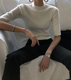 41 ideas for fashion minimalist wardrobe capsule 1 Classy Outfits, Chic Outfits, Vintage Outfits, Fashion Outfits, Minimalist Wardrobe, Minimalist Fashion, Look Fashion, Korean Fashion, Estilo Gigi Hadid