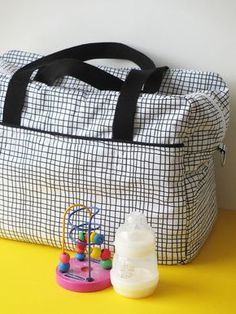 DIY / Tuto - Sac à langer ou sac week-end / Diaper bag nursing bag or weekend bag tutorial Baby Couture, Couture Sewing, Couture Week, Sac Week End, Nurse Bag, Diy Sac, Diy Bags Purses, Changing Bag, Winter Trends