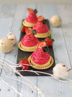 「市販のスポンジですぐ出来る!Wベリーのモンブラン♡」陽子 | お菓子・パンのレシピや作り方【corecle*コレクル】 Cute Desserts, Beautiful Desserts, Asian Desserts, Chocolate Desserts, French Sweets, French Pastries, Macaron Sweet, Baking Recipes, Cake Recipes