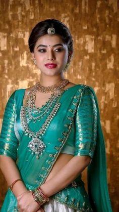 South Indian Wedding Saree, South Indian Bridal Jewellery, Indian Bridal Sarees, Wedding Silk Saree, Indian Bridal Outfits, Indian Bridal Fashion, Indian Saris, Gold Bridal Jewellery, South Indian Sarees