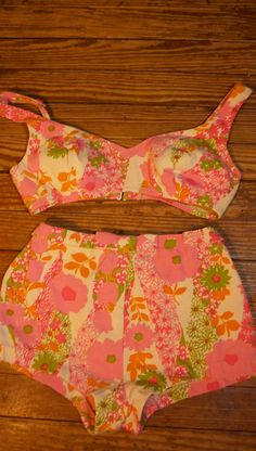 Your place to buy and sell all things handmade Bikini Vintage, Vintage Bathing Suits, Vintage Swim, Vintage Floral, 60s And 70s Fashion, Retro Fashion, Vintage Fashion, Retro Swim, Swimsuits